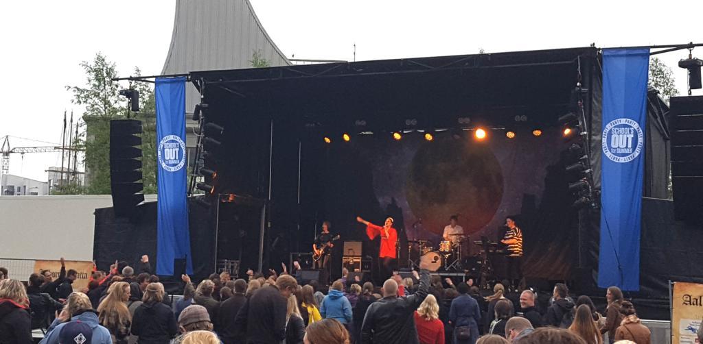 Schools Out Fallulah Rystede Regnen Af Sig På Aalborg Havnefront