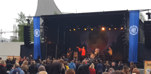 Sangerinden Fallulah gav koncert på havnefronten i Aalborg torsdag d. 16.06.2016 under fanenerne School´s Out som afholdes af Studenterhuset, Aalborg.
