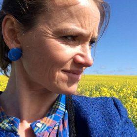 Karoline Munksnæs - Lyt til alle pauserne